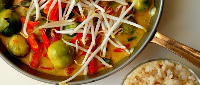gezonde-kokos-curry-met-spruitjes