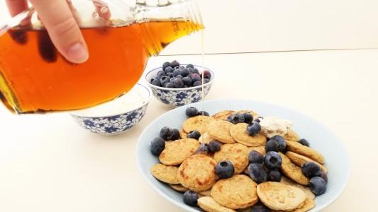 gezonde-poffertjes-hangop-blauwe-bessen